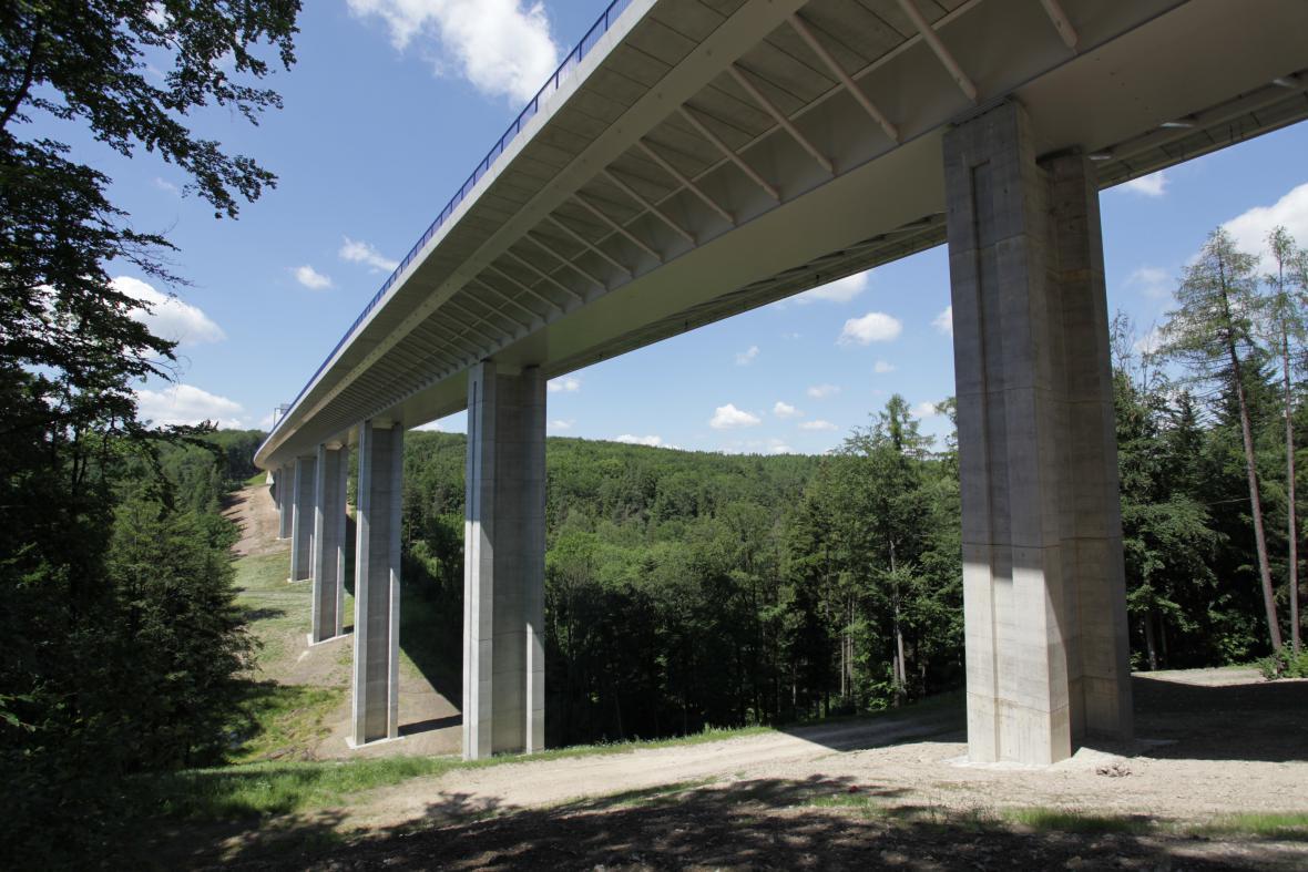 Silniční viadukty přes údolí potoků Hrabyňka a Kremlice u Opavy