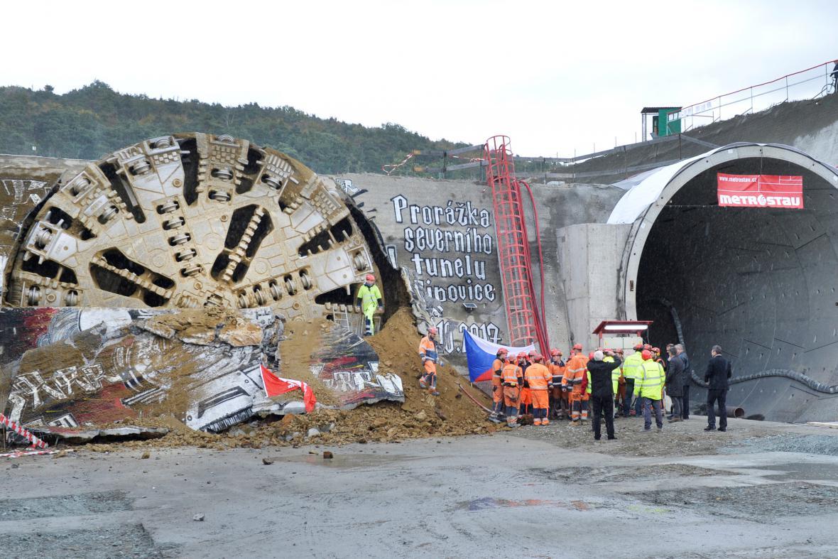 Dva tubusy železničního tunelu