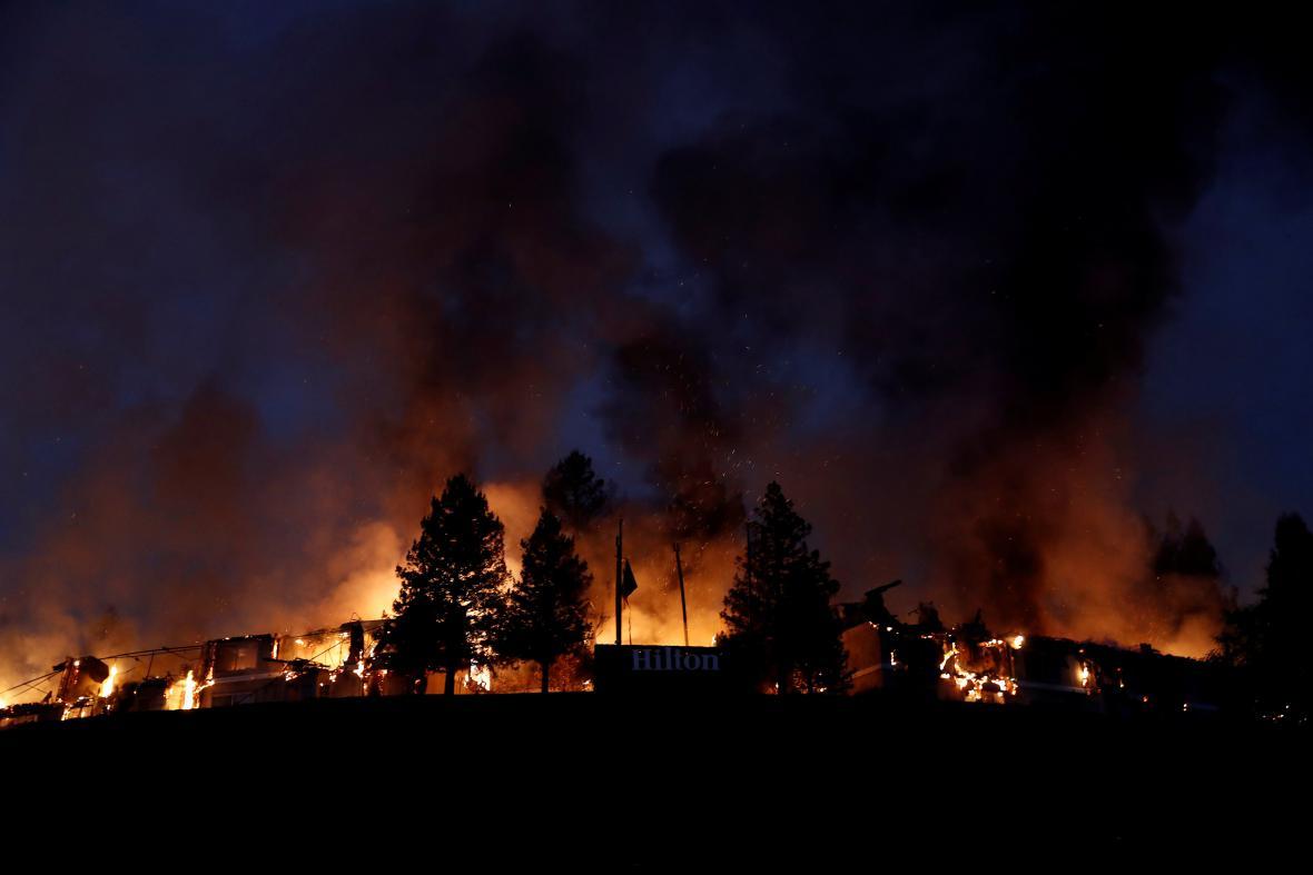 Hořící domy v Santa Rose