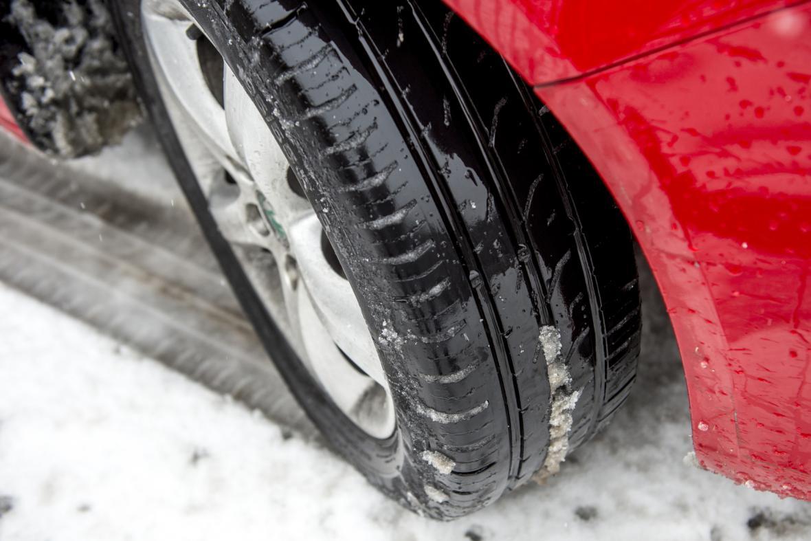 Letní pneumatika na sněhu