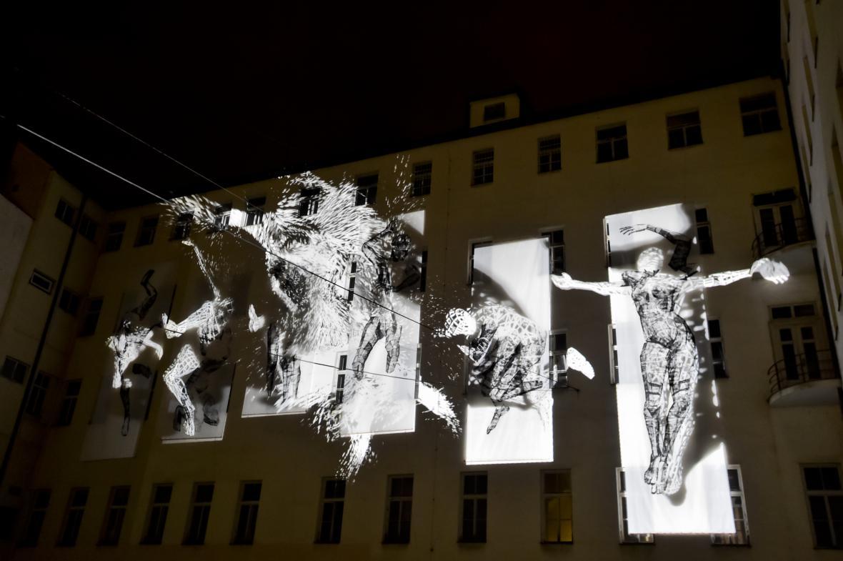 Festival Signal 2017: instalace Second Litany (Hybernská ulice)