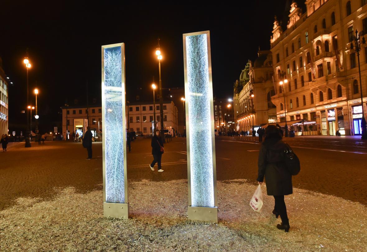 Festival Signal 2017: skleněný objekt Glass (náměstí Republiky)