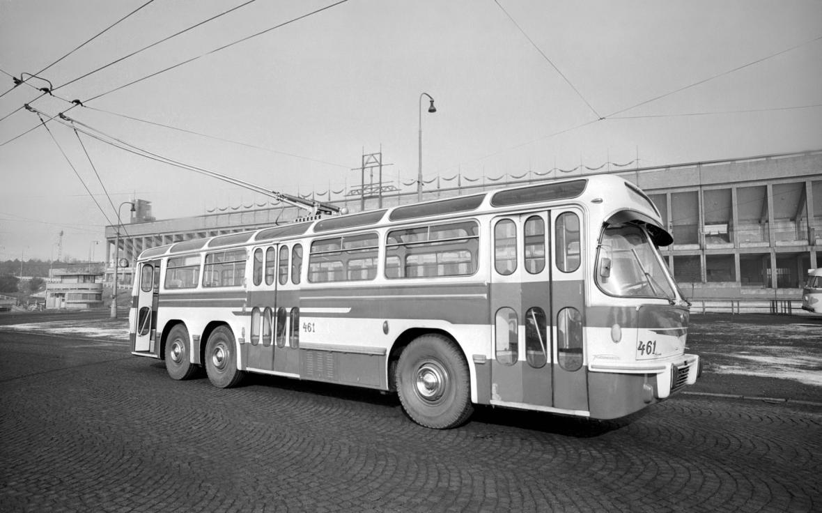 Tatra T401