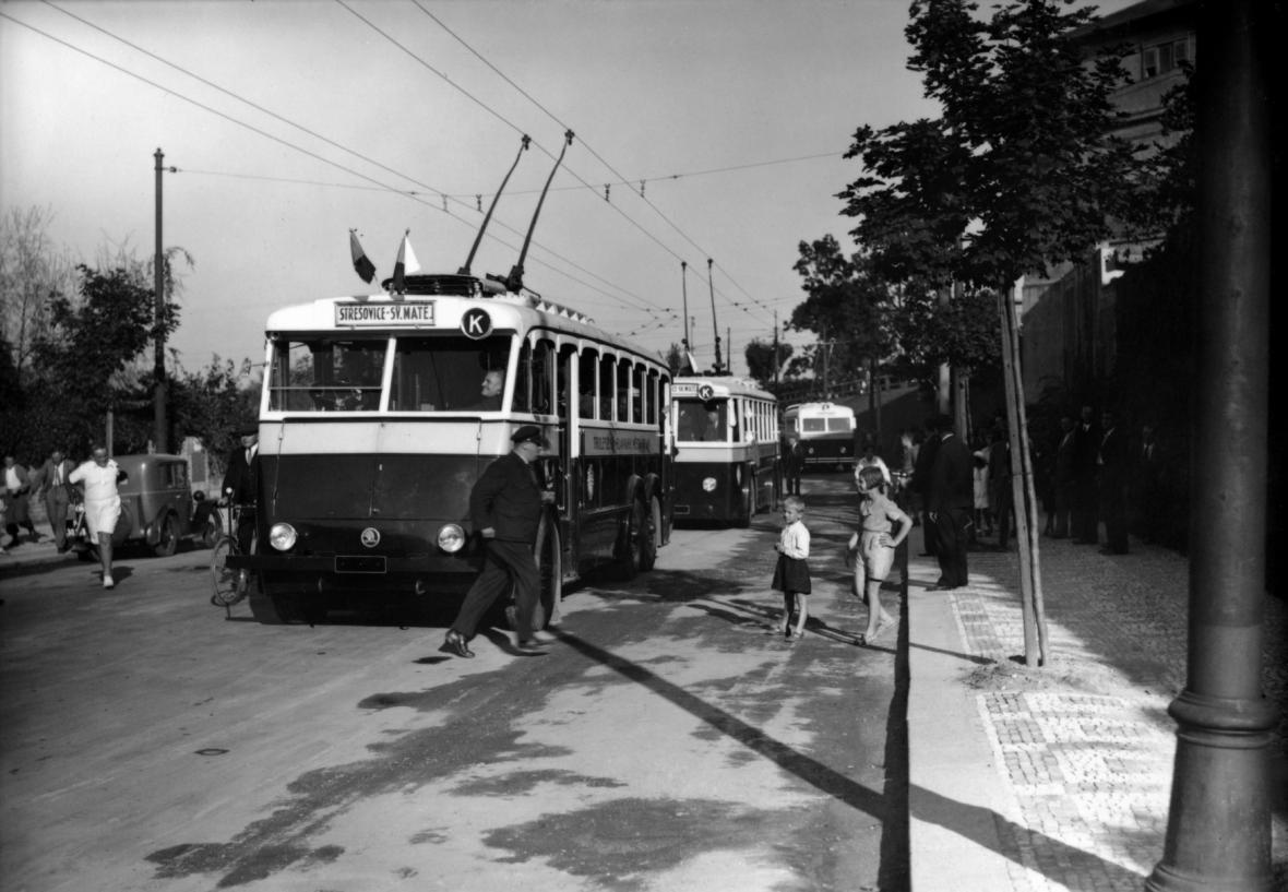 Zahájení trolejbusové dopravy v Praze