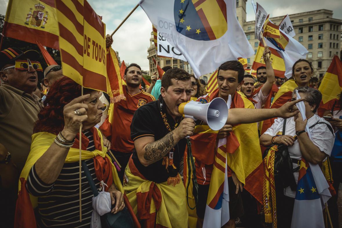 Tisíce Katalánců odmítly nezávislost