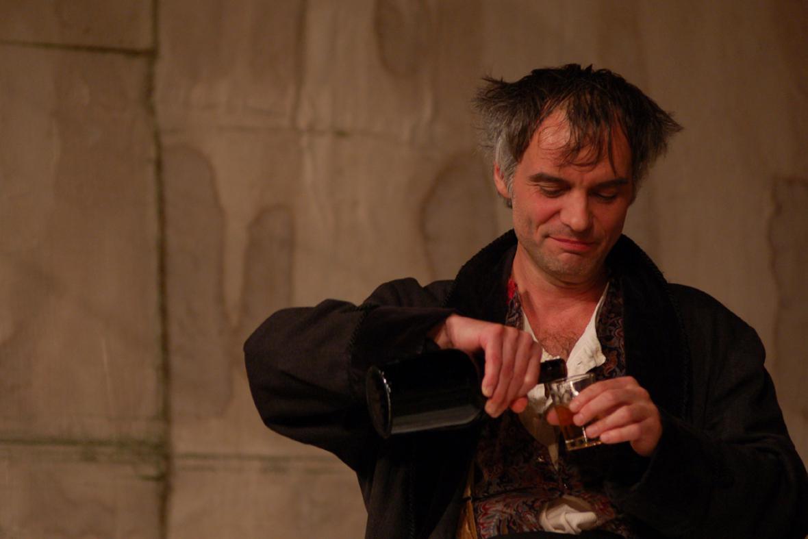 Ivan Trojan v představení Bratři Karamazovi, premiéra 2000