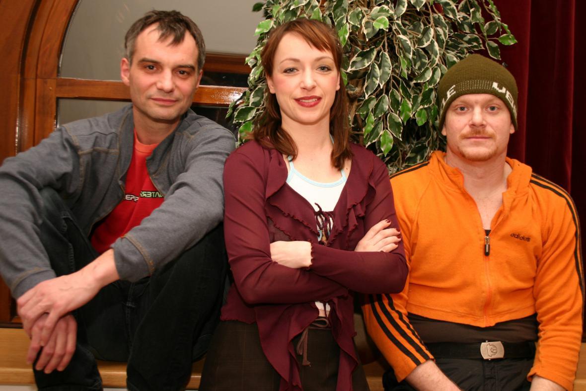 Ivan Trojan, Tatiana Vilhelmová a David Novotný před představením ve Valašském Meziříčí, 2005