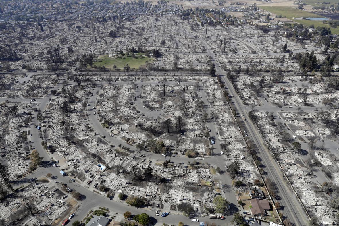 Letecký pohled na oblast Coffey Park, Santa Rosa