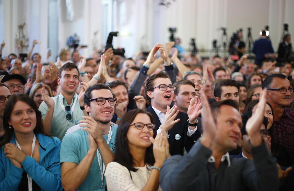 Volební štáb vítězných lidovců mohl jásat hned po zveřejnění prvních odhadů