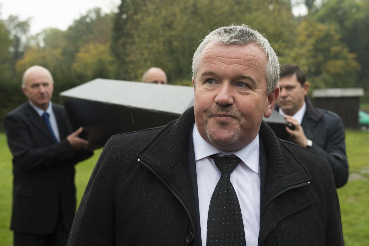 Předseda Sdružení praktických lékařů Petr Šonka na symbolickém pohřbu zavřené ordinace