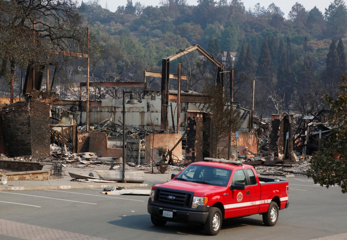 Následky požáru ve městě Santa Rosa