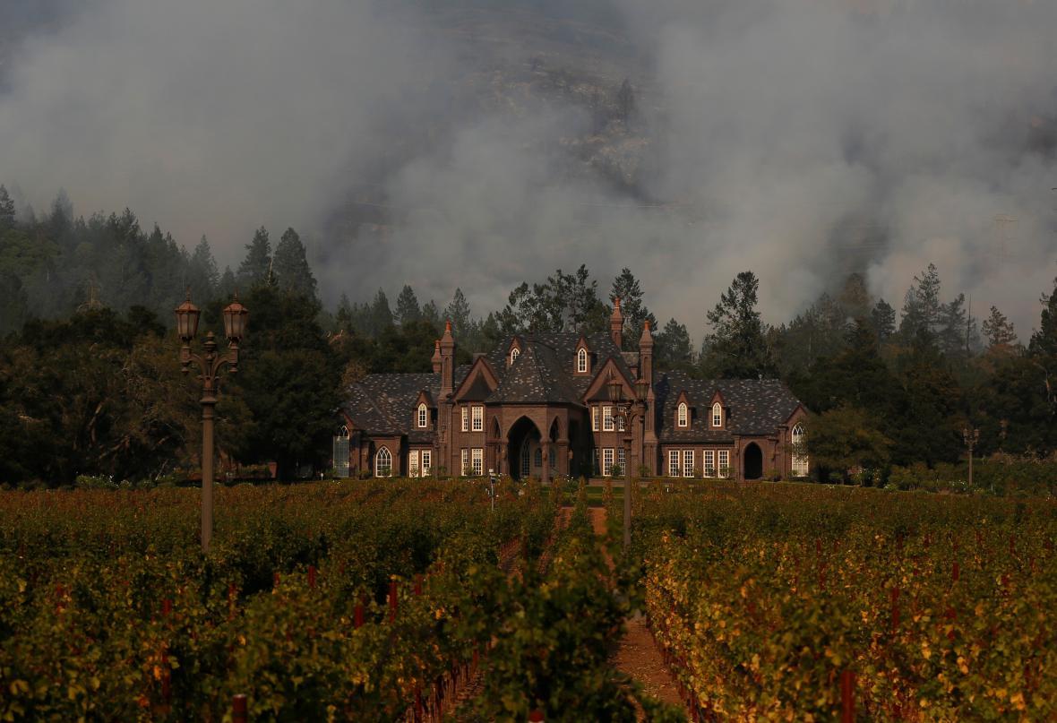 Požár u vinic v Santa Rose