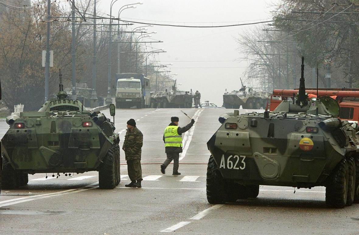 Do Dubrovky dorazily i obrněné vozy