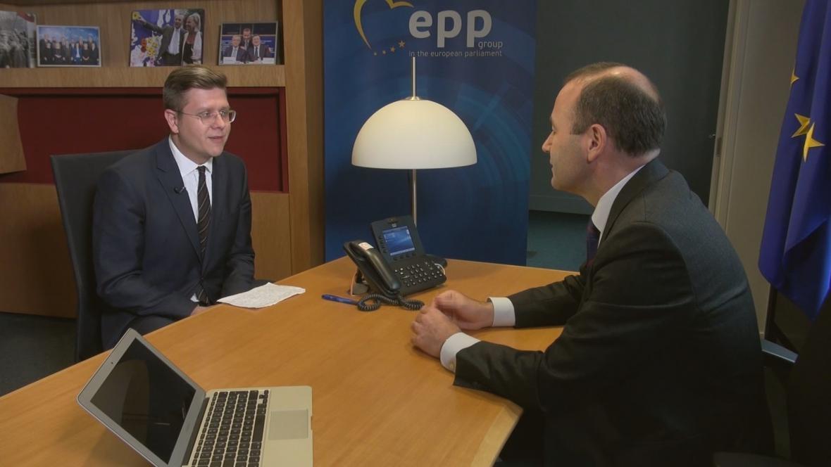 Manfred Weber v rozhovoru se zpravodajem ČT Bohumilem Vostalem.