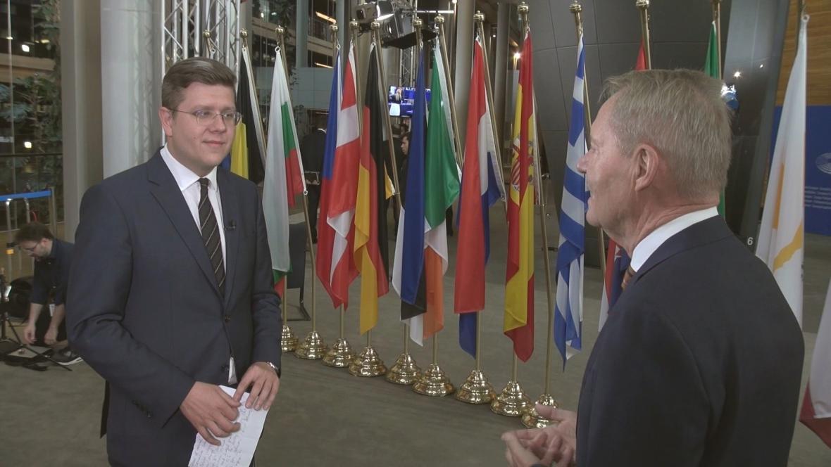 Bohumil Vostal během rozhovoru s Hansem-Olafem Henkelem