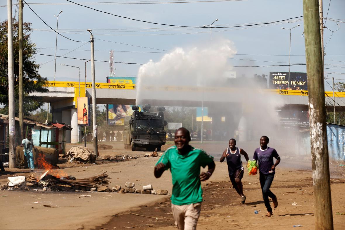 Rozehnaný dav ve městě Kisumu