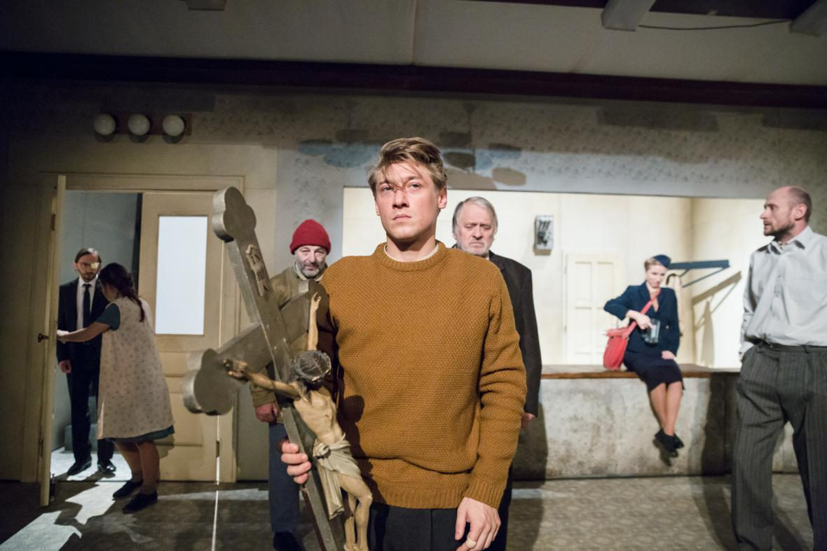 Jacob Erftemeijer jako Vojta v divadelní hře Lámání chleba