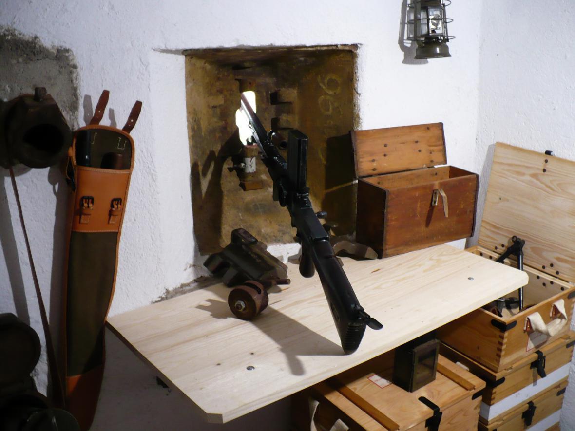 Střílna zevnitř bunkru
