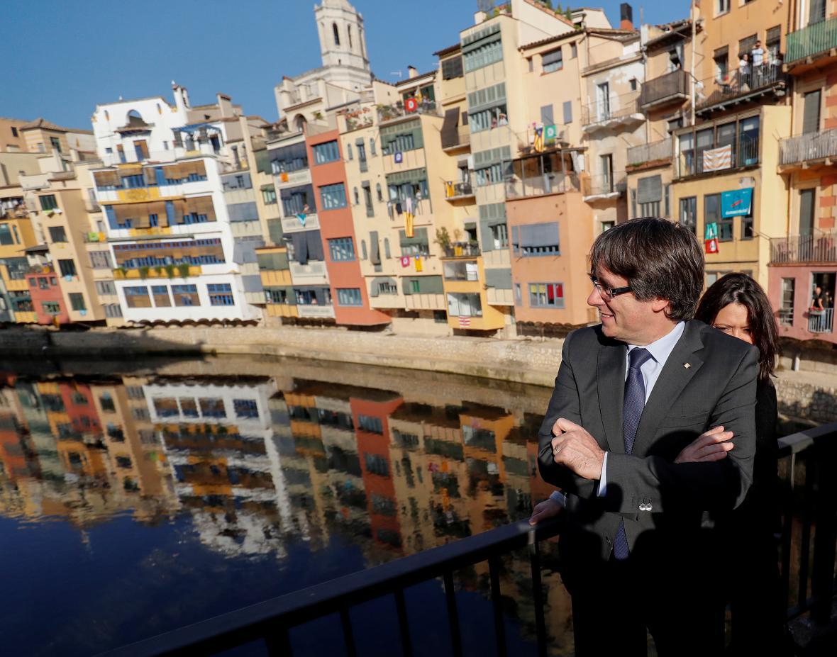 Sesazený katalánský premiér Puigdemont v Gironě, kde pronesl svůj projev