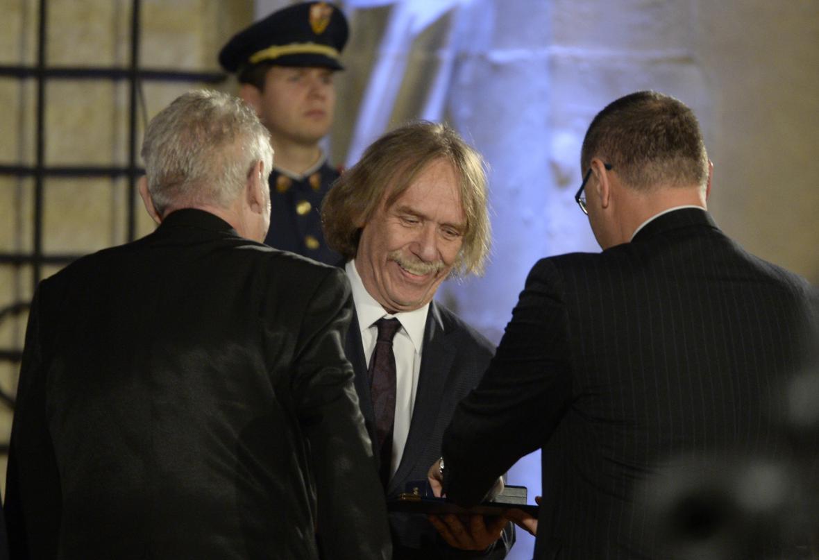 Písničkář Jaromír Nohavica převzal medaili za zásluhy