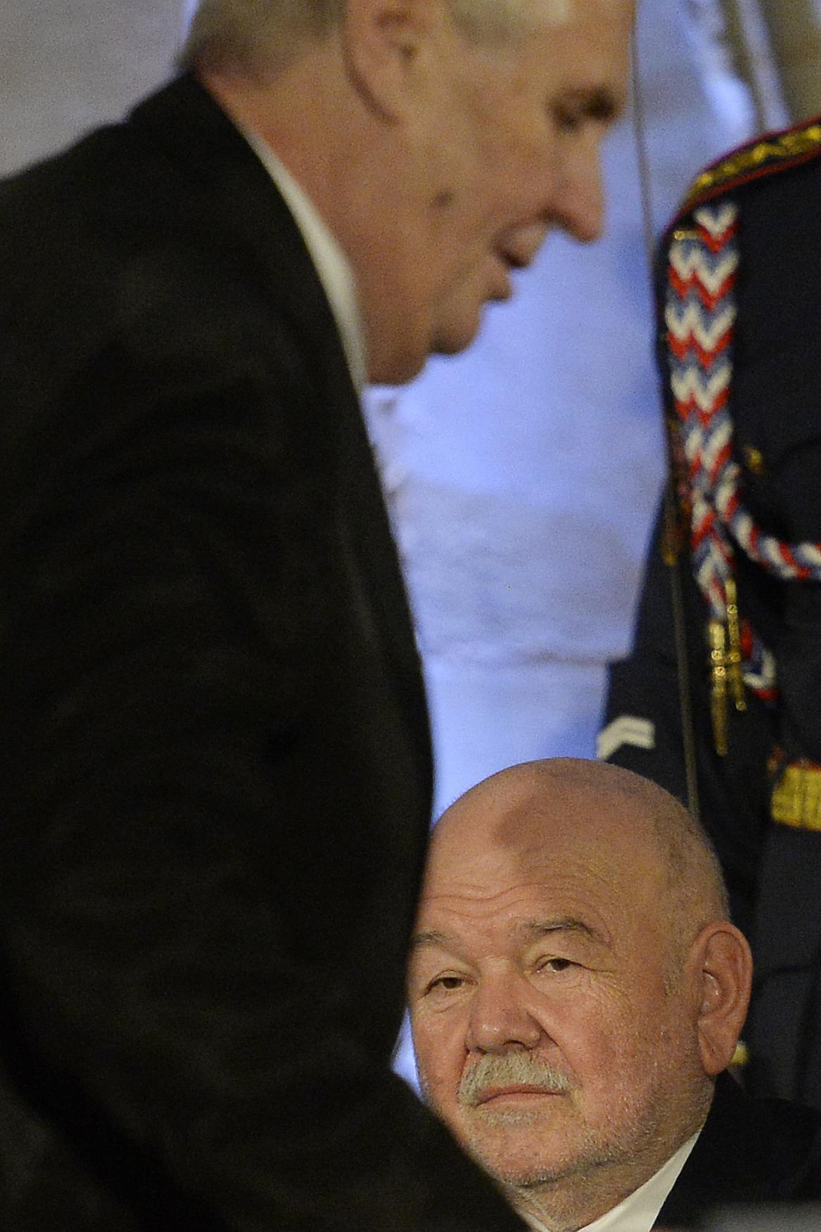 Medaili za zásluhy obdržel i několikanásobný vítěz rally Paříž-Dakar Karel Loprais