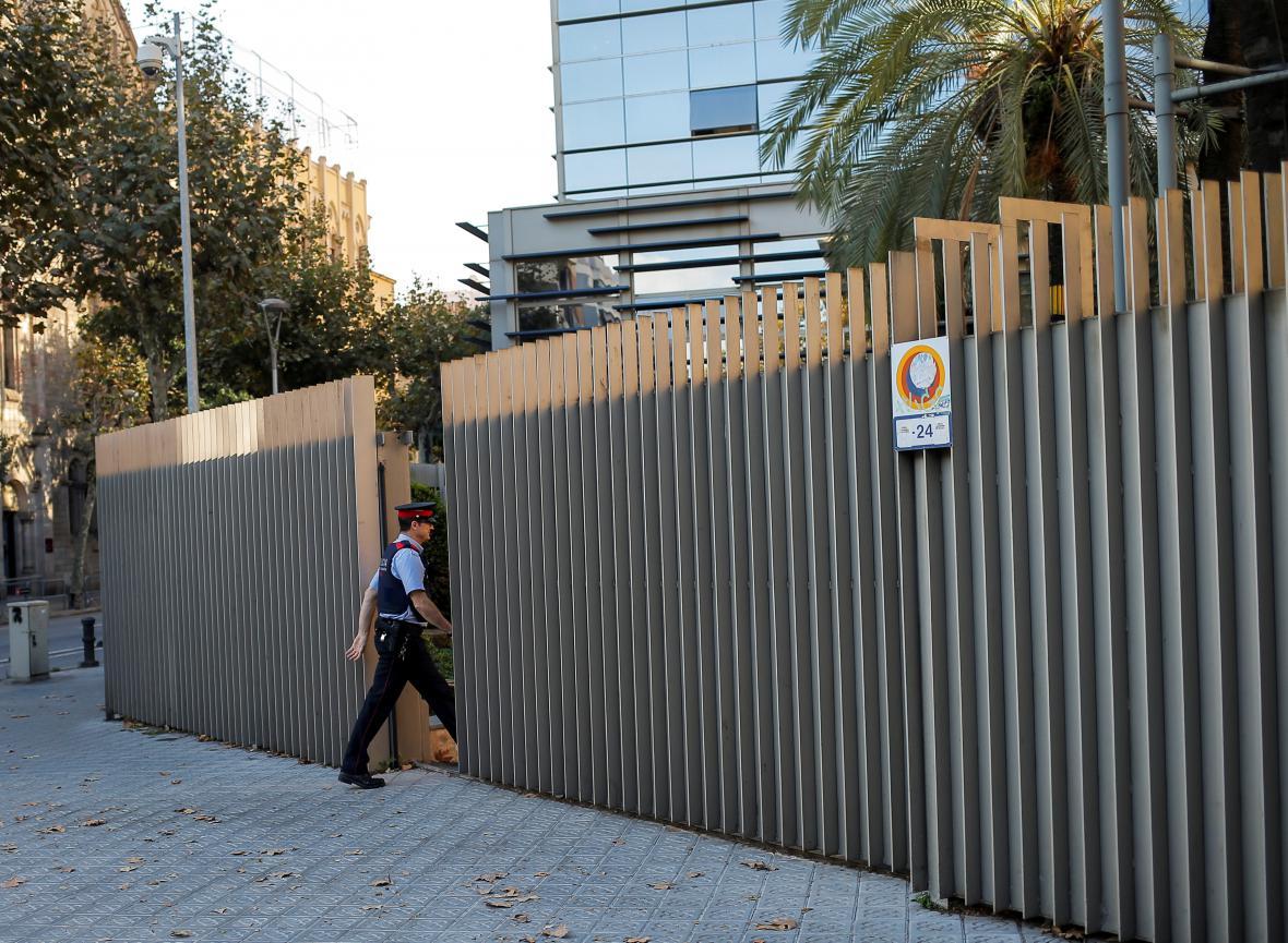 Katalánská policie v sídlu místního ministerstva vnitra