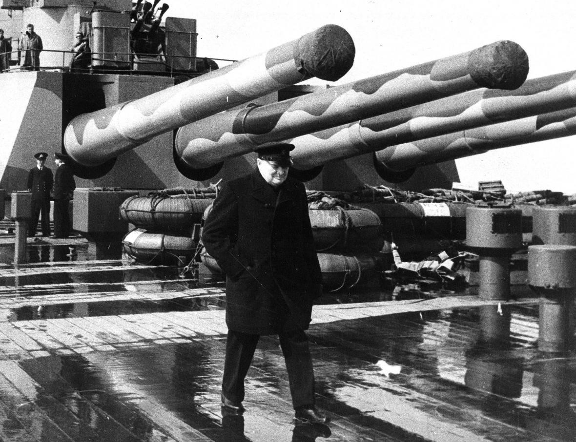 Winston Churchill na palubě lodi HMS Prince of Wales