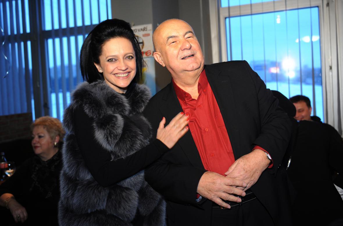 Na oslavu 70. narozenin skladatele a producenta Petra Hanniga v Hotelu Chodov dorazila i zpěvačka Lucie Bílá