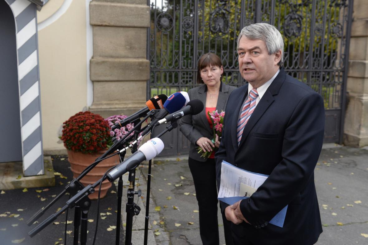 Předseda KSČM Vojtěch Filip po schůzce s prezidentem v Lánech