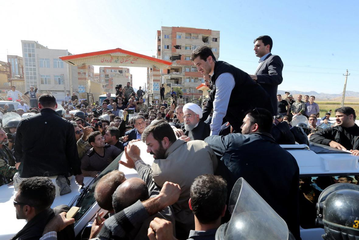 Prezident Rouhání přijel do oblasti postižené zemětřesením