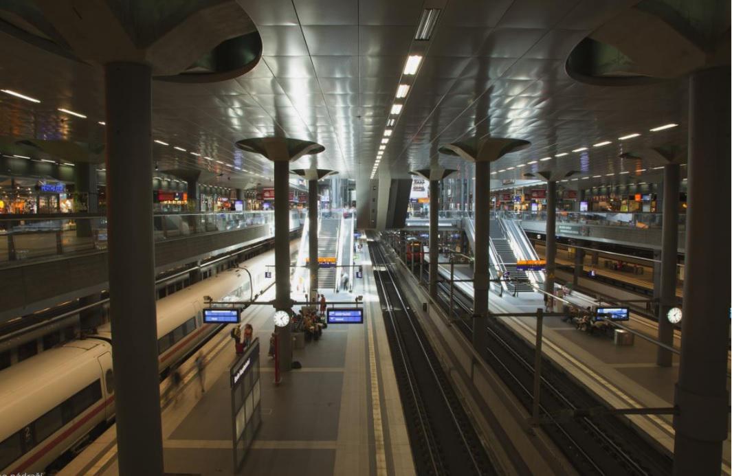 Podzemní nástupiště berlínského hlavního nádraží
