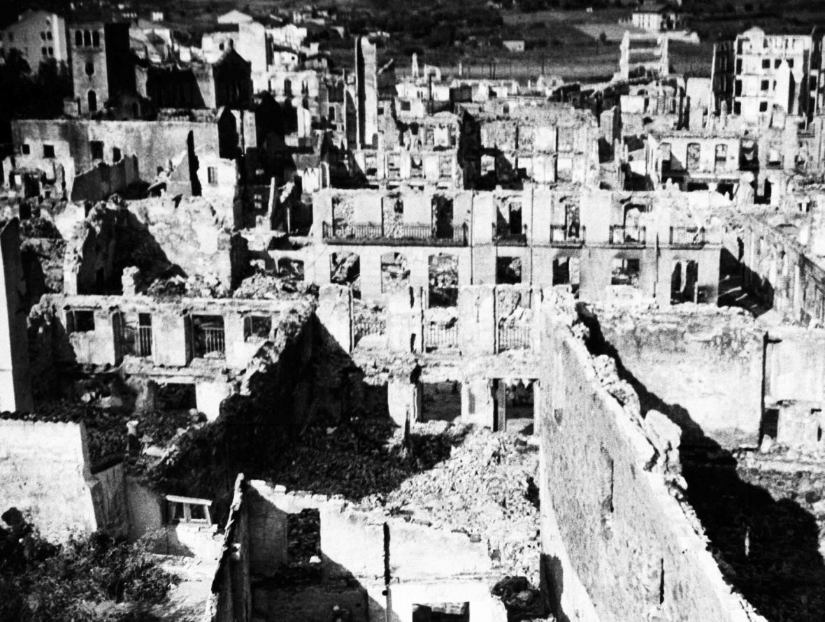 Španělská Guernica po bombardování italskými a německými letouny