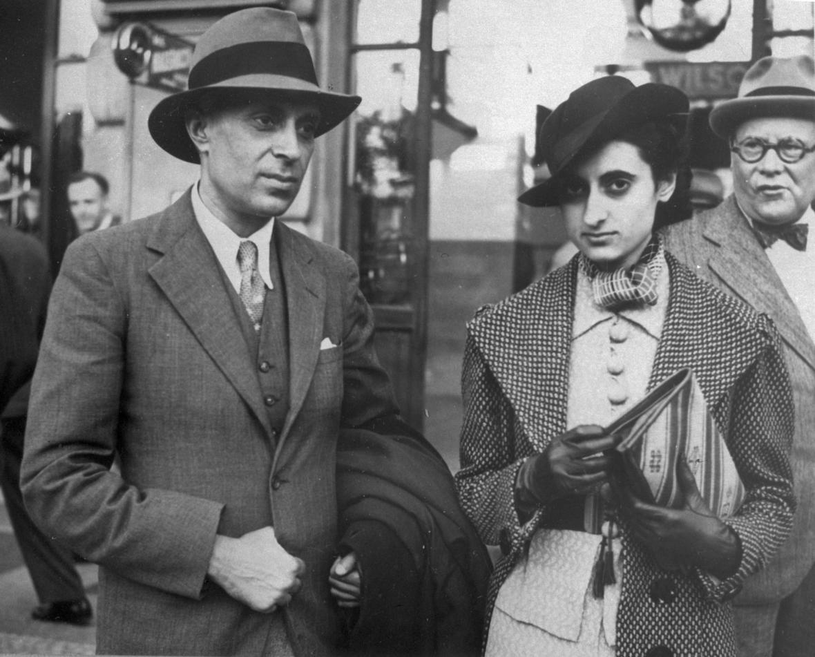 Džaváharlál Nehrú se svou dcerou Indirou  v Praze v srpnu 1938