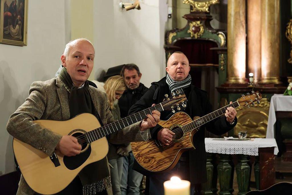 Pavel Fischer na mši v kostele Nejsvětější trojice v Praze