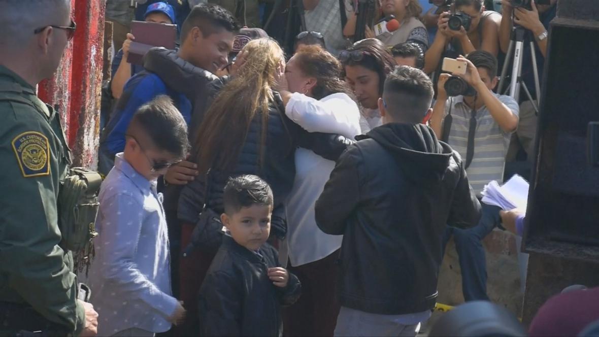 Setkávání rodin na hranici s Mexikem