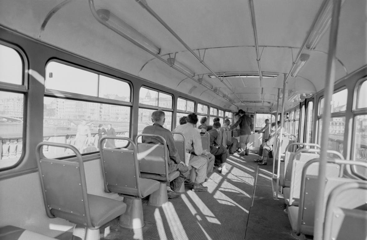 Interiér tramvaje T3 v roce 1962
