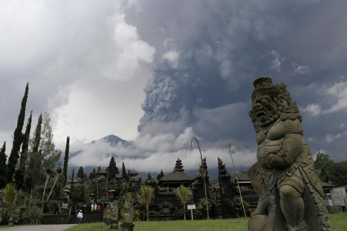 Erupce sopky na Bali
