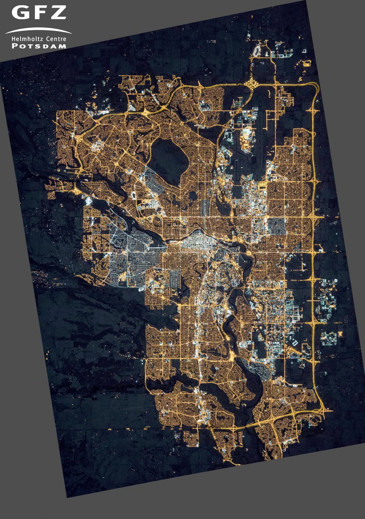 Satelitní snímek velkoměsta v noci