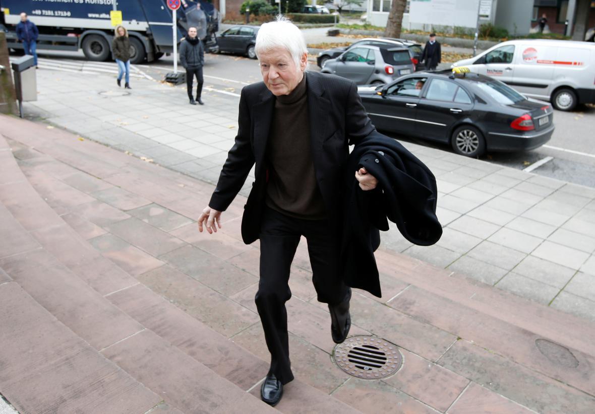 Anton Schlecker cestu k soudu.