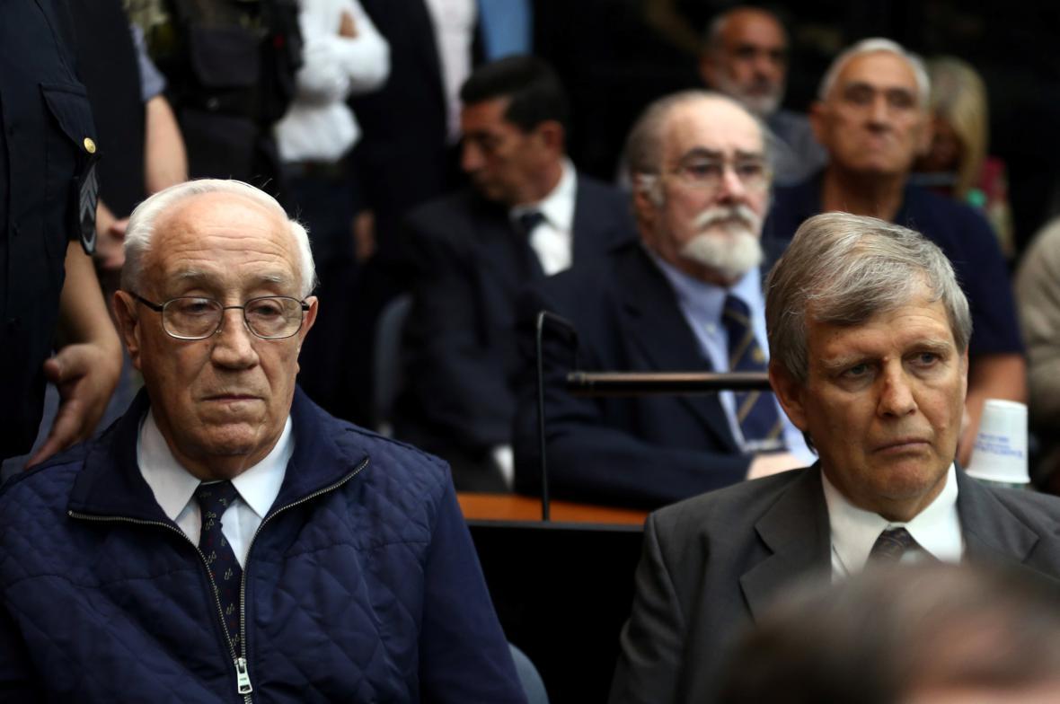 Jorge Acosta a Alfredo Astiz před soudem