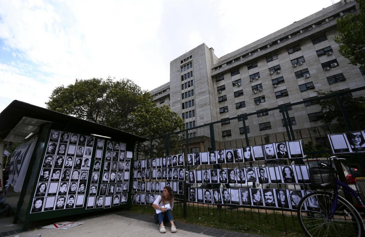 Fotografie Argentinců pohřešovaných z dob vojenské diktatury