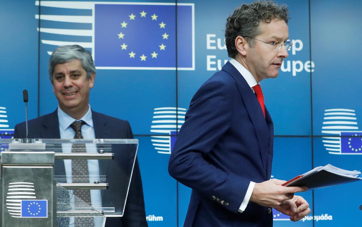 Portugalský ministr financí Mário Centeno a nizozemský ministr Jeroen Dijsselbloem