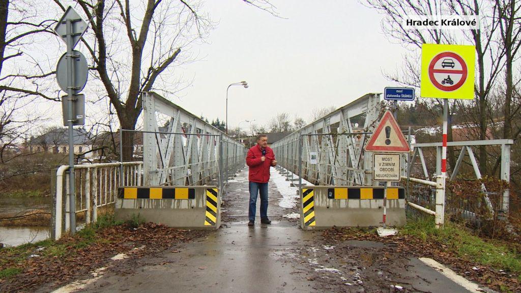 Most ve Svinarech je v havarijním stavu, auta už na něj nesmějí