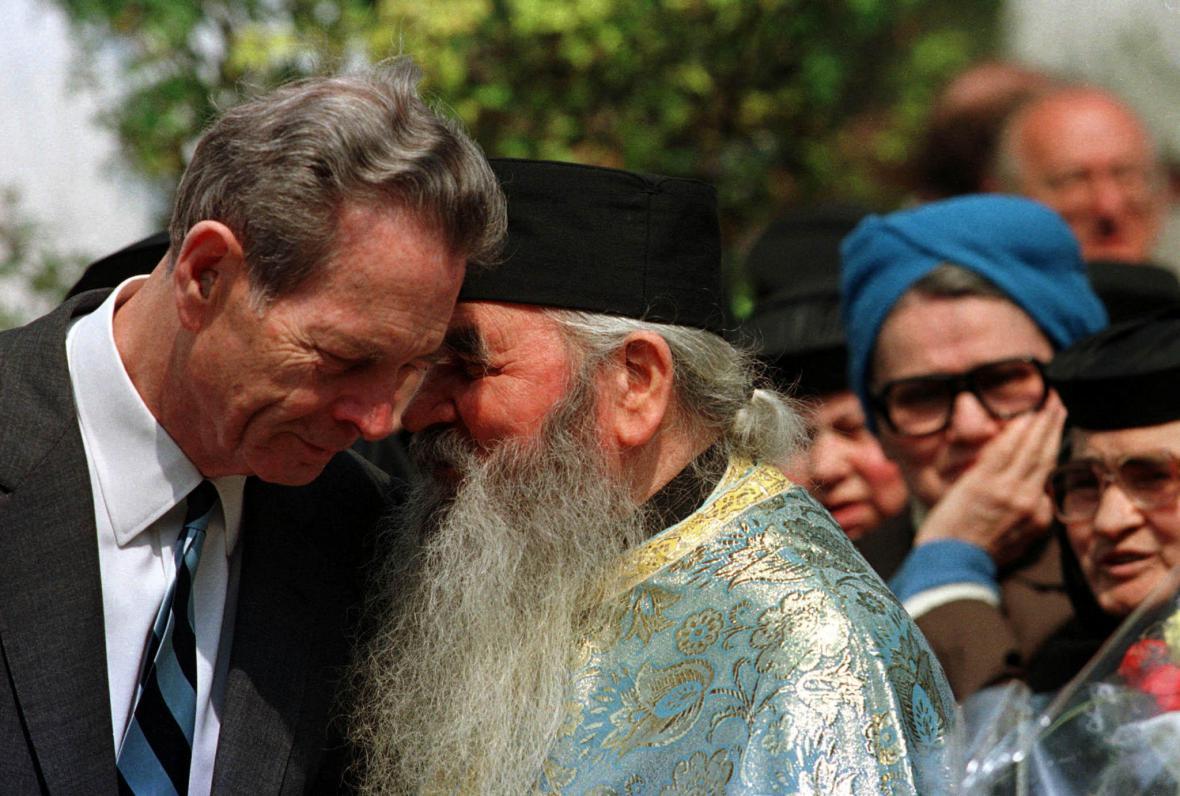 Rumunský král s ortodoxním knězem