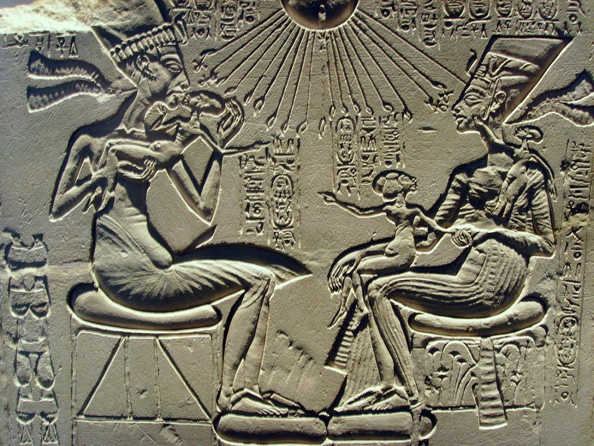 Achnaton, Nefertiti a jejich tři dcery