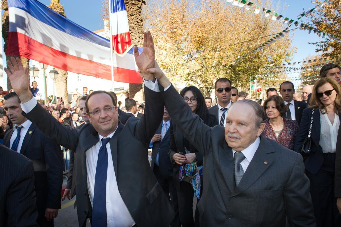 Francois Hollande a Abdelazíz Buteflika v Alžírsku 20. prosince 2012