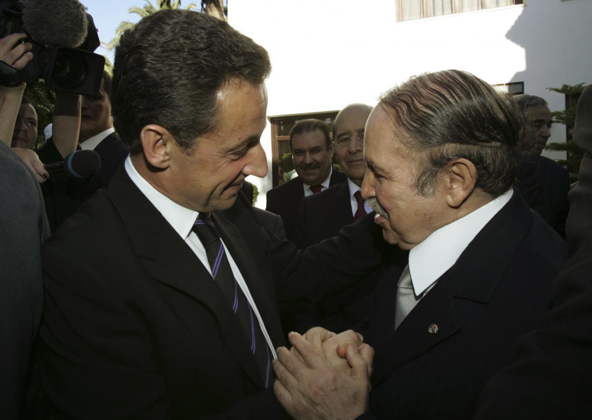 Nicolas Sarkozy a Abdelazíz Buteflika při setkání 14. listopadu 2006