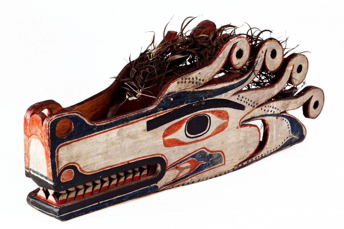 Maska vlčí bytosti používaná při šamanských obřadech, Nutkové (Vancouver Island)