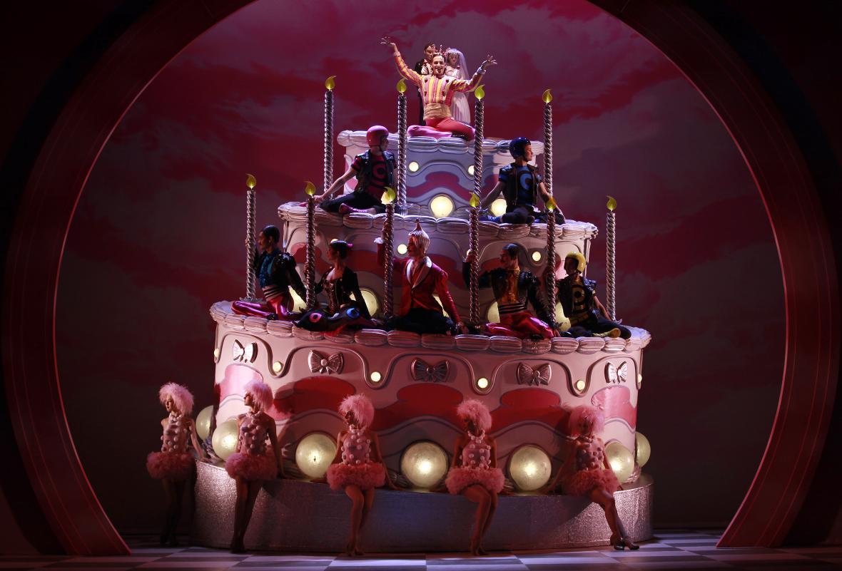 Bourneova choreografie Louskáčka v Sadlers Wells Theatre v Londýně