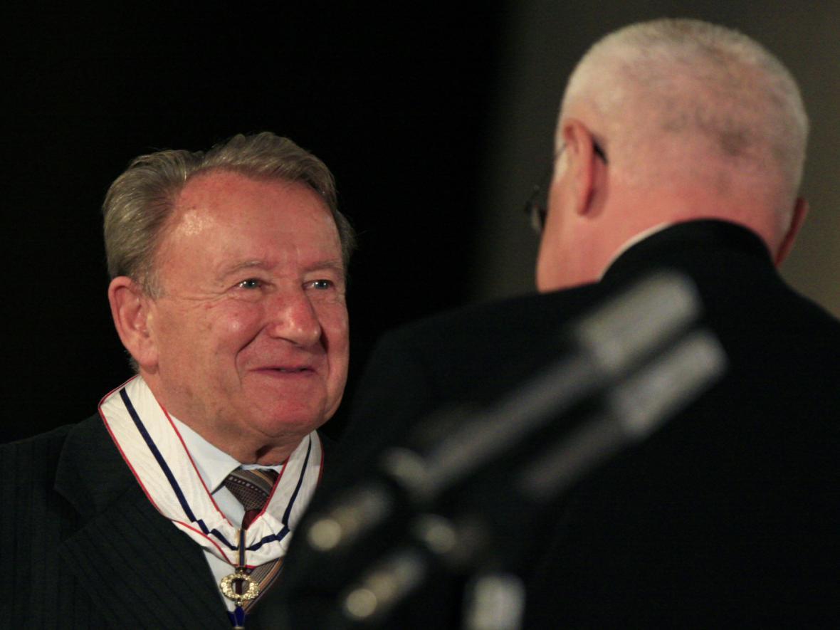 František Zahrádka při přebírání Řádu Tomáše Garrigua Masaryka v roce 2007